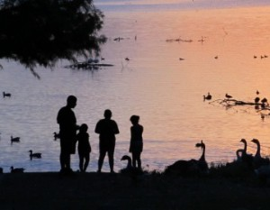 lake-families-at-sunset