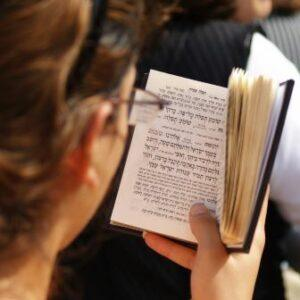 woman using a siddur